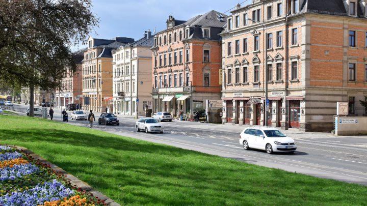 Einkaufszentrum und Verkehrsknotenpunkt Kesselsdorfer Straße